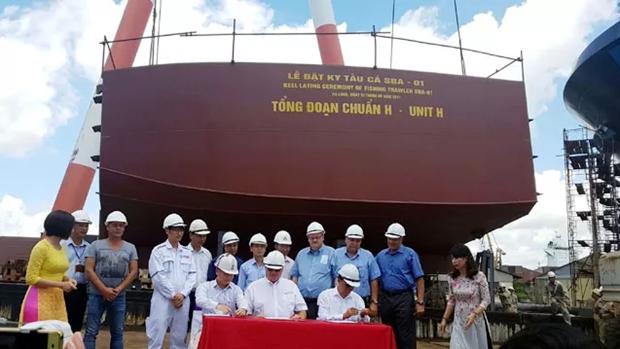 Astillero vietnamita inicia construccion de buque arrastrero para Canada hinh anh 1