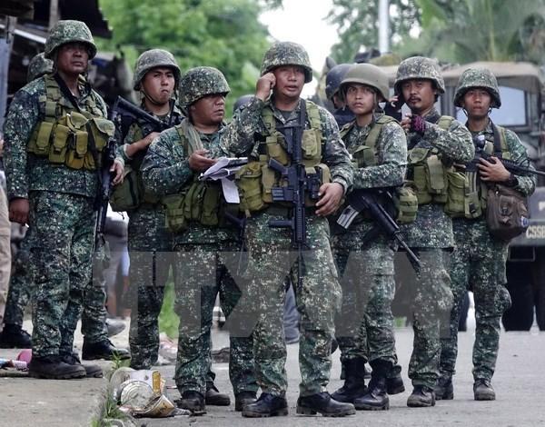 Tres soldados muertos y 52 heridos en enfrentamientos en Marawi hinh anh 1