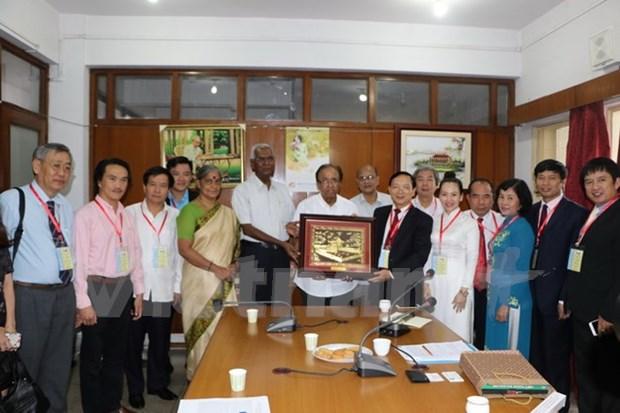 Dirigentes de partidos comunistas indios reciben delegacion vietnamita hinh anh 1