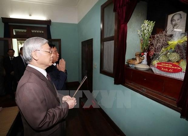 Rinden tributo al Presidente Ho Chi Minh por Dia Nacional hinh anh 1