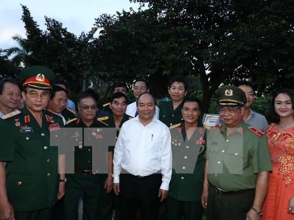 Premier vietnamita recorre por ciudad portuaria de Hai Phong hinh anh 1
