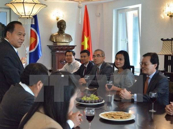 Embajador de Laos en Ginebra saluda Dia Nacional de Vietnam hinh anh 1