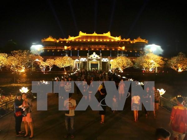 Alud de turistas a ciudadela imperial de Hue en asueto por Dia Nacional hinh anh 1