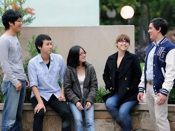 Estudiantes australianos de 18 universidades vendran a estudiar en Vietnam hinh anh 1