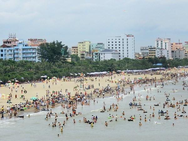 En alza llegada de turistas a provincia vietnamita en dias feriados hinh anh 1