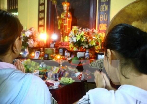 Habitantes de Ciudad Ho Chi Minh participan en ceremonia de gratitud Vu Lan hinh anh 1