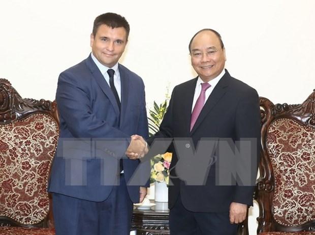 Vietnam por ampliar cooperacion en sectores potenciales con Ucrania y Sudafrica hinh anh 1
