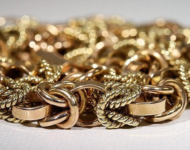 Procesan en Vietnam a seis sujetos por contrabando de oro hinh anh 1