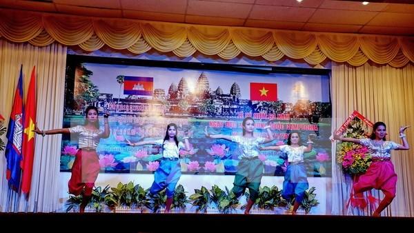 Jovenes vietnamitas y camboyanos se comprometen a intensificar los vinculos hinh anh 1