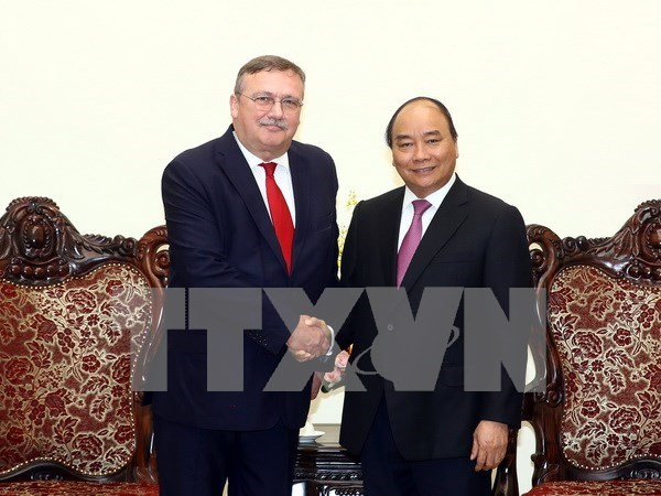Exhortan a incrementar inversiones hungaras y japoneses en Vietnam hinh anh 1