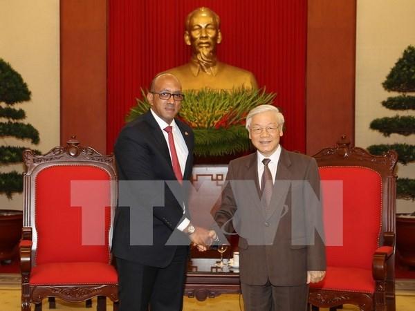 Embajador de Cuba en Vietnam honrado por aportes al fomento de nexos binacionales hinh anh 1