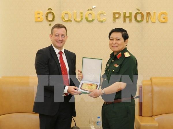 Vietnam y Francia registran buen desarrollo de cooperacion en defensa hinh anh 1