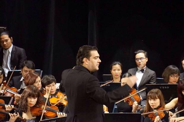 """Compositor espanol David Gomez Ramirez dirige concierto """"Noche de Beethoven"""" en Vietnam hinh anh 1"""