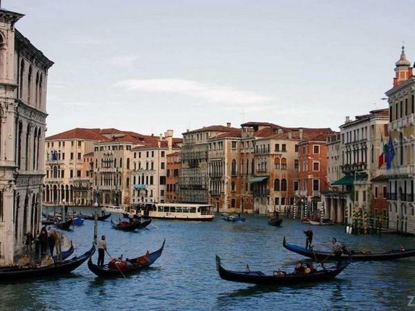 Festejan dias culturales de Vietnam en Venecia hinh anh 1