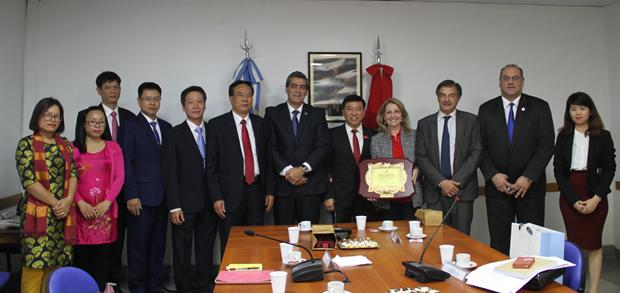 Vietnam intensifica intercambio de experiencias legislativas con Argentina y Paraguay hinh anh 1