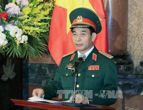 Jefe del Estado Mayor del Ejercito Popular de Vietnam recibe a jefe militar camboyano hinh anh 1