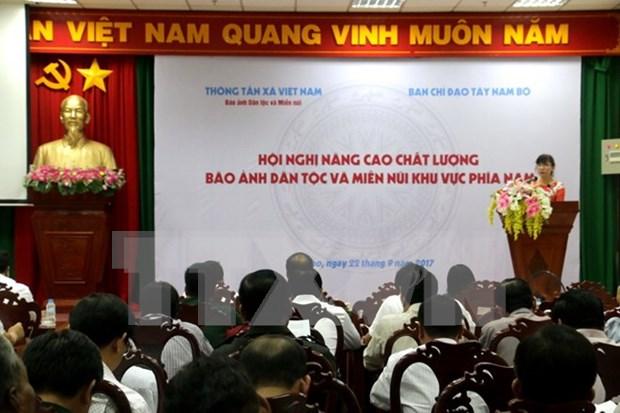 """Agencia Vietnamita de Noticias mejora calidad de revista ilustrada """"Etnias y Zonas Montanosas"""" hinh anh 1"""