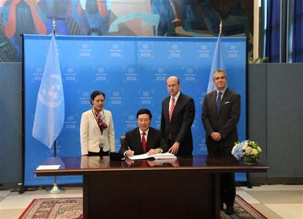 Vietnam firma Tratado sobre Prohibicion de las Armas Nucleares hinh anh 1
