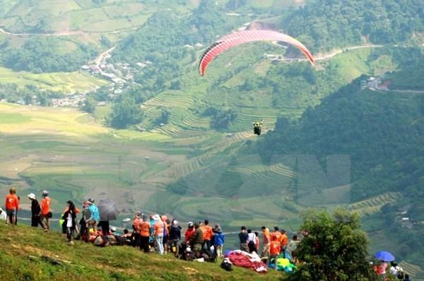 Reportan nutrida participacion en festival de parapente en Yen Bai hinh anh 1