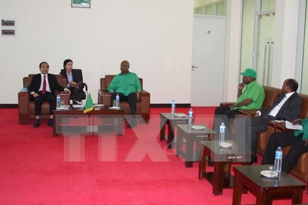 Partido gobernante de Tanzania aspira a aprender experiencias de renovacion de Vietnam hinh anh 1