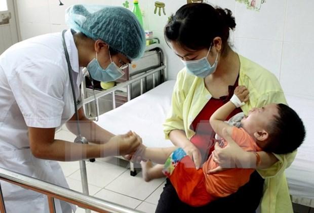 Doctores voluntarios vietnamitas y camboyanos ofrecen servicios sanitarios gratuitos en Phnom Penh hinh anh 1