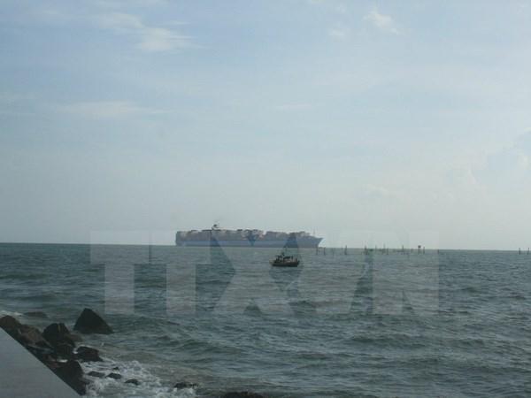 Vietnam rescata oportunamente a ocho marineros accidentados en el mar hinh anh 1