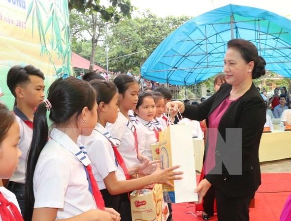 Presidenta del Parlamento felicita a ninos de Tuyen Quang en ocasion de Fiesta de Medio Otono hinh anh 1