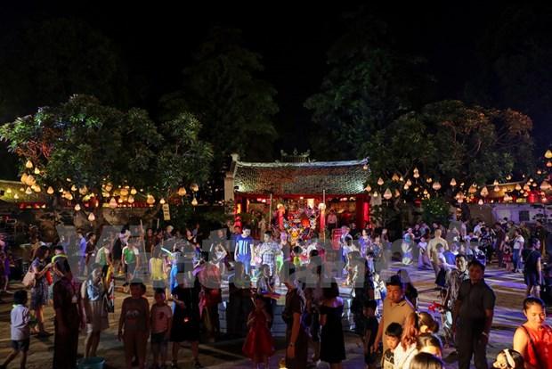 Efectuan en Hanoi espectaculos tradicionales en ocasion de Fiesta del Medio Otono hinh anh 1
