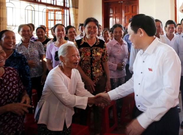 Dirigentes vietnamitas dialogan con electores de cara a proximas sesiones parlamentarias hinh anh 1