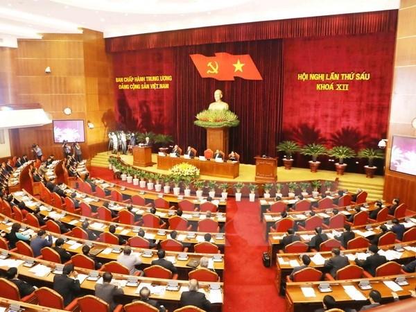 Comite Central del Partido Comunista de Vietnam continua debates sobre asuntos socioeconomicos hinh anh 1