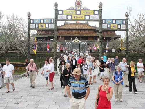 Thua Thien-Hue recibe 1,07 millones de turistas extranjeros hinh anh 1