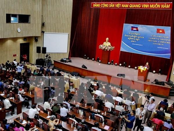 Pueblos vietnamita y camboyano incrementan amistad hinh anh 1