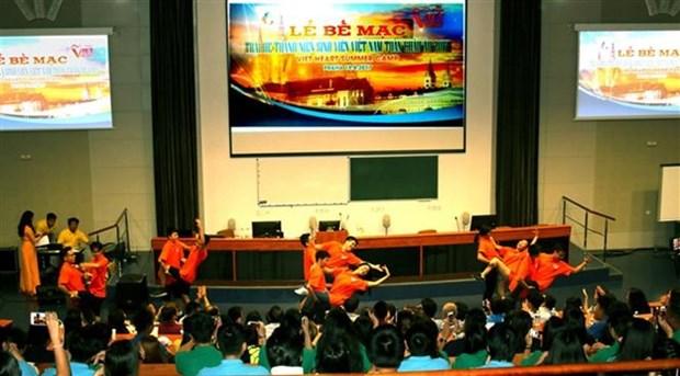 Jovenes vietnamitas promueven la imagen nacional en la Republica Checa hinh anh 1
