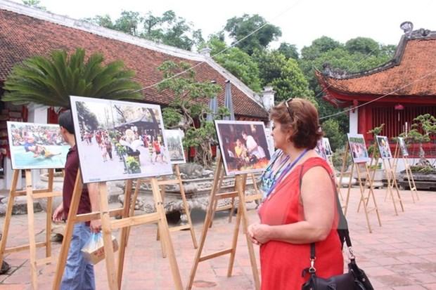 Inauguran exposicion fotografica sobre Hanoi hinh anh 1