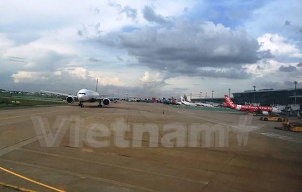 Aerolineas vietnamitas ajustan horarios de vuelos debido a depresion tropical hinh anh 1