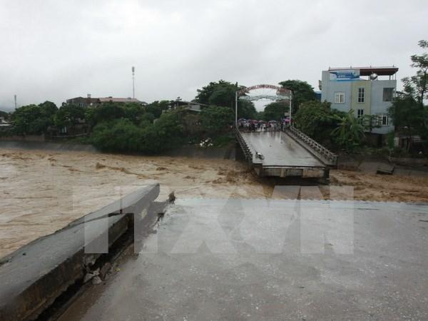 Inundaciones causan perdidas humanas en Vietnam hinh anh 1
