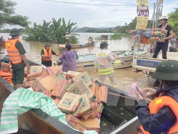 Vietnamitas realizan actividades de apoyo a victimas de inundaciones hinh anh 1