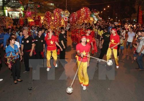 Espacio peatonal de Hanoi impulsa popularidad de juegos tradicionales hinh anh 1