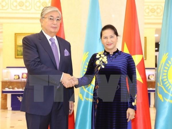 Titular del Parlamento de Vietnam se reune con presidente del Senado de Kazajstan hinh anh 1