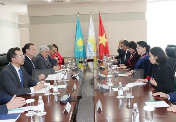 Impulsan cooperacion entre partidos de Vietnam y Kazajstan hinh anh 1