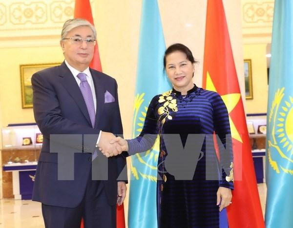 Presidenta del Parlamento de Vietnam concluye visita a Kazajstan hinh anh 1