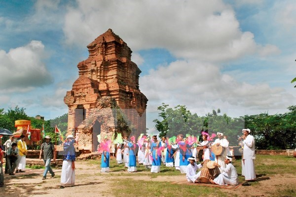 Celebran en Vietnam festival tradicional de etnia Cham hinh anh 1