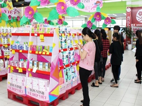 Vietnam celebra Dia Nacional de la Mujer con exposicion de pintura hinh anh 1