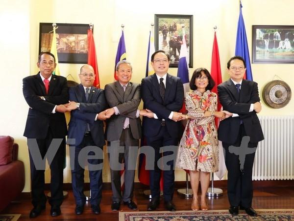 Destacan papel de ASEAN y UE para la paz regional y mundial hinh anh 1