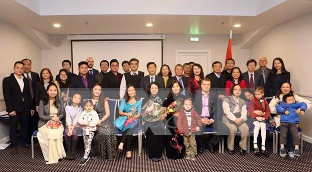 Vicepresidenta de Vietnam dialoga con connacionales en Letonia hinh anh 1