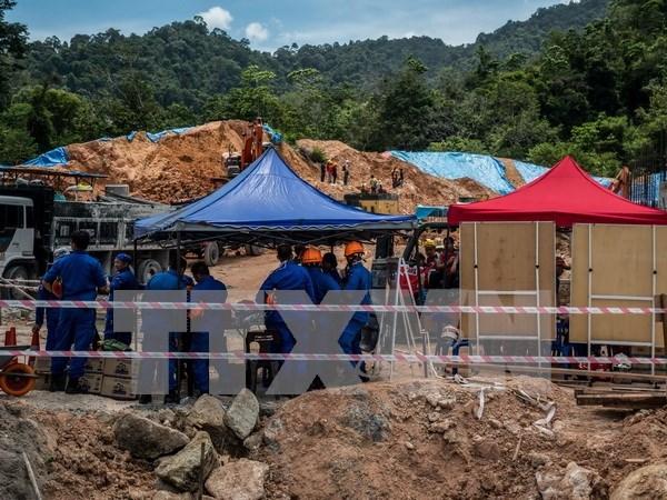 Malasia: 11 personas muertas y desaparecidas en deslizamiento de tierra hinh anh 1