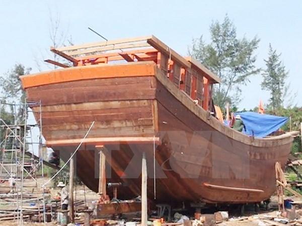Astillero vietnamita de Phu Yen bota barco pesquero de 650 cv de potencia hinh anh 1