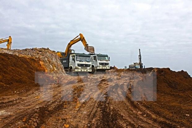 Vietnam y Laos firman acuerdo sobre explotacion de mineral de hierro hinh anh 1