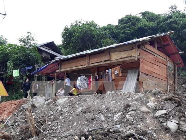 Premier exige restablecer vida de pobladores afectados por desastres naturales hinh anh 1