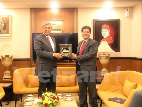 Malasia desea robustecer cooperacion multisectorial con Vietnam hinh anh 1